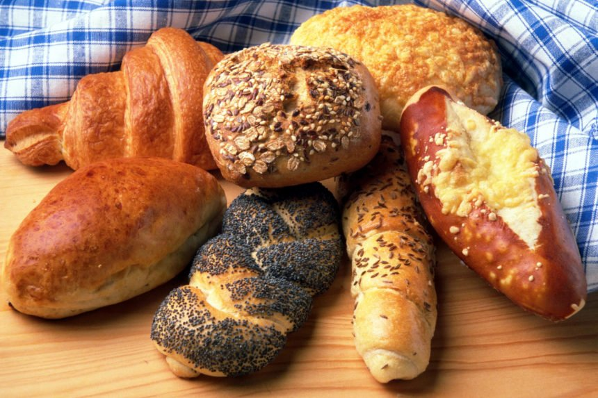 DISPLAY OF MUTILPE TYPES OF BREAD